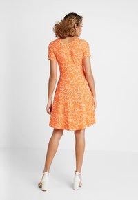 Fransa - FRDIDOT DRESS - Sukienka z dżerseju - nasturtium - 2