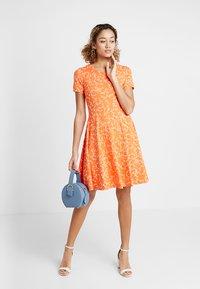Fransa - FRDIDOT DRESS - Sukienka z dżerseju - nasturtium - 1