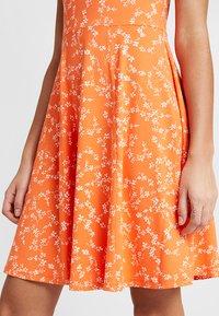 Fransa - FRDIDOT DRESS - Sukienka z dżerseju - nasturtium - 4