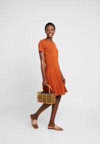 Fransa - FREMDOTTON DRESS - Jerseykjole - metallic red - 1