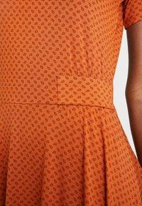 Fransa - FREMDOTTON DRESS - Jerseykjole - metallic red - 3