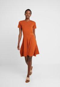 Fransa - FREMDOTTON DRESS - Jerseykjole - metallic red - 0
