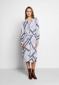 Fransa - FRHASCARF DRESS - Skjortekjole - brunnera blue mix - 0