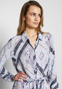 Fransa - FRHASCARF DRESS - Skjortekjole - brunnera blue mix - 3