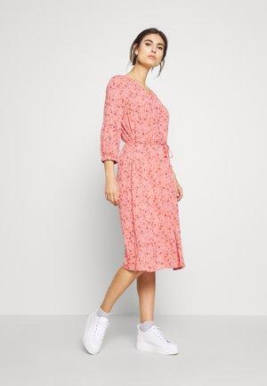 FRIPCRINKLE DRESS - Hverdagskjoler - shell pink mix