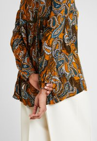 Fransa - Button-down blouse - cathay spice - 5