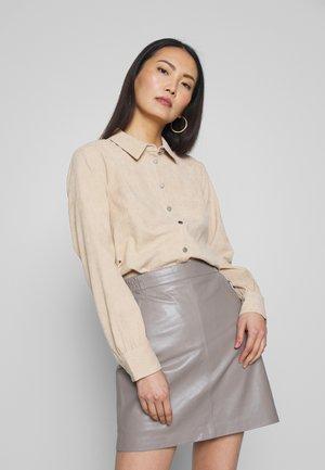 Overhemdblouse - sesame