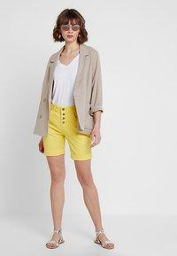 Fransa - FRCATWILL - Shorts - lemon zest - 1
