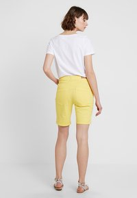 Fransa - FRCATWILL - Shorts - lemon zest - 2