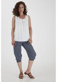 Fransa - 6 PANTS - Shorts - navy blazer mix - 1