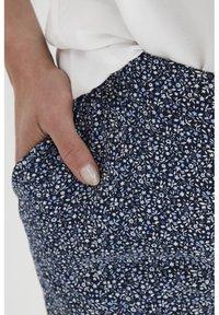 Fransa - 6 PANTS - Shorts - navy blazer mix - 4