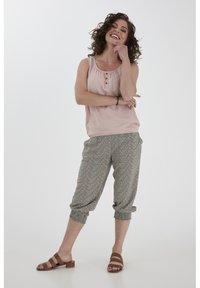Fransa - 6 PANTS - Shorts - hedge mix - 1