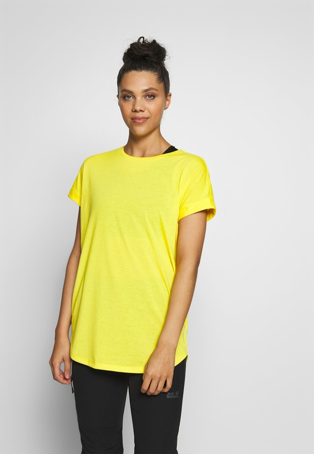 EVIE - Basic T-shirt - yellow