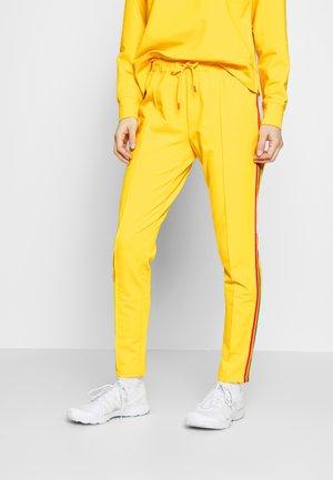 THEA - Spodnie treningowe - yellow