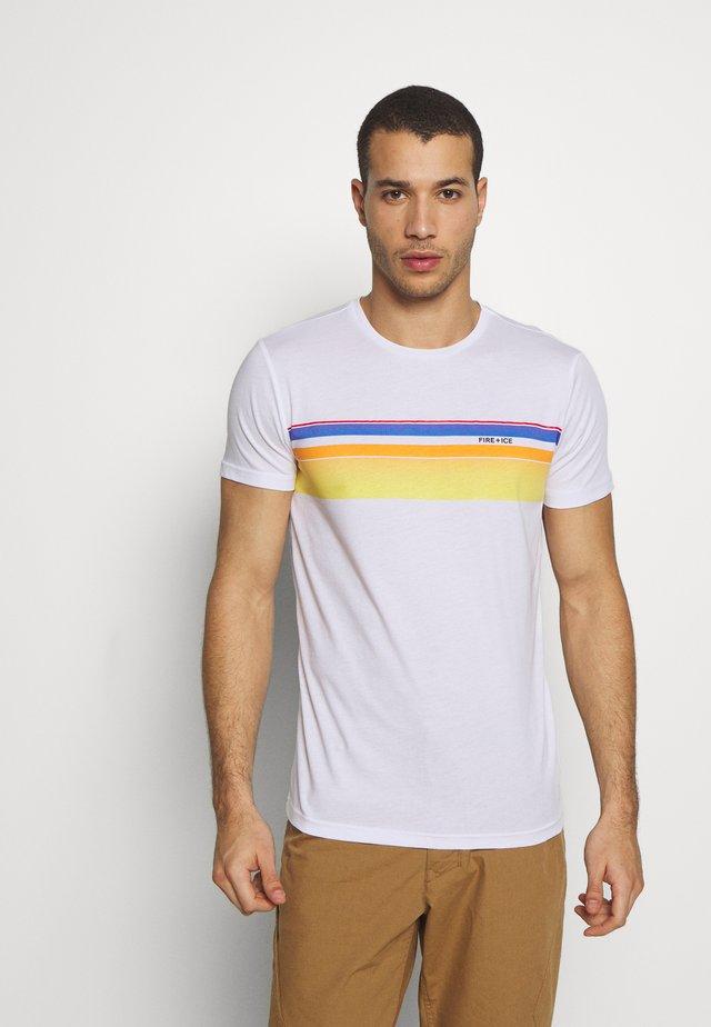 MARIO - T-shirt z nadrukiem - white