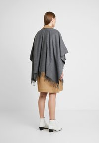 Fraas - Cape - mid grey - 2