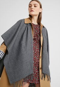 Fraas - Cape - mid grey - 3
