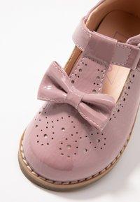 Friboo - Ballerina's met enkelbandjes - rose - 2