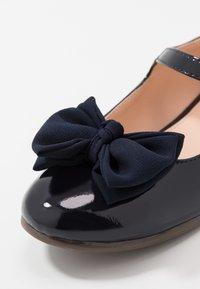 Friboo - Ballerina's met enkelbandjes - dark blue - 2