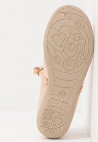 Friboo - Bailarinas con hebilla - rose gold - 5