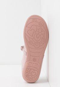 Friboo - Ballerina's met enkelbandjes - mauve - 5
