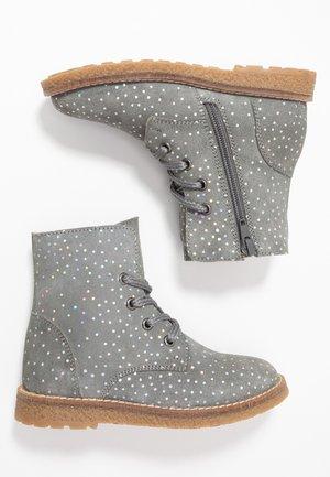 Šněrovací kotníkové boty - dark gray