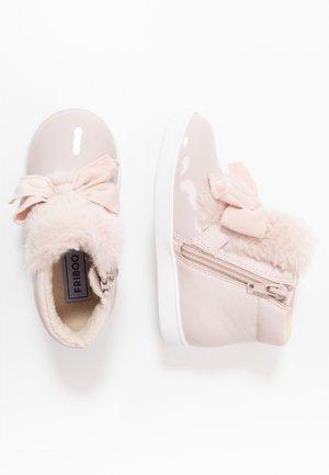 Kotníkové boty - unilight pink