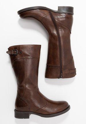 Vysoká obuv - dark brown