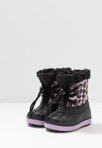 Friboo - Botas para la nieve - black/violett - 3
