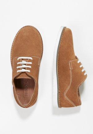 Casual snøresko - brown