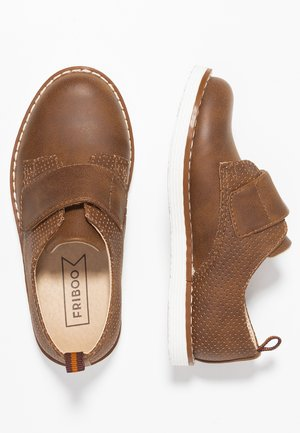 Touch-strap shoes - brown