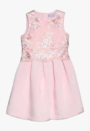 Sukienka koktajlowa - blushing bride