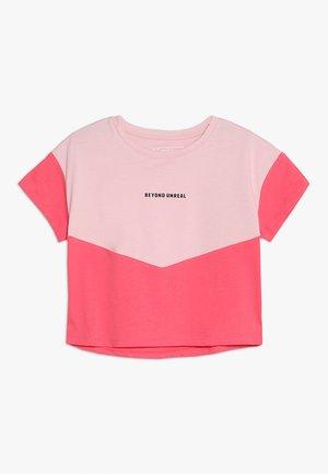 T-shirts med print - cameo pink