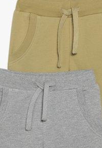 Friboo - BOYS 2 PACK - Pantaloni sportivi - light grey melange/khaki - 4