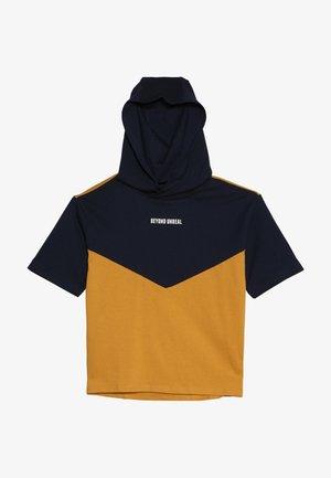 T-shirt z nadrukiem - black iris/yellow