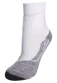 Falke - TE 2 SHORT - Sports socks - white - 0