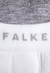 Falke - TE 2 SHORT - Sports socks - white - 1