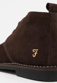 Farah - LOZZA - Volnočasové šněrovací boty - brown - 5