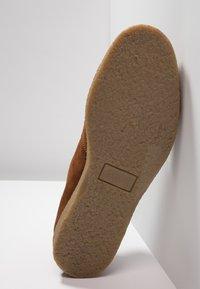 Farah - SAWYER - Volnočasové šněrovací boty - cognac - 4