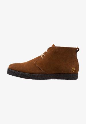 SINCLAIR - Volnočasové šněrovací boty - cognac