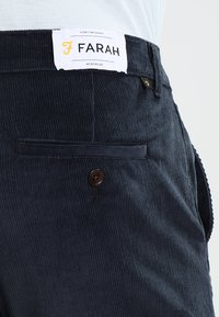 Farah - Trousers - true navy - 4