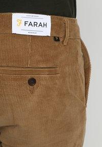 Farah - Broek - tobacco - 5