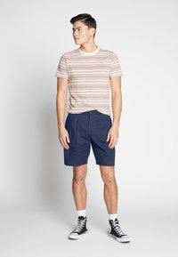 Farah - CASEY SHORT - Shorts - true navy - 1