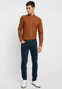 Farah - DRAKE - Jeansy Slim Fit - true navy - 1