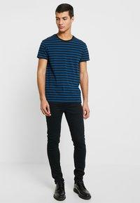 Farah - DRAKE - Jeans slim fit - black - 1