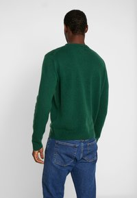 Farah - THE ROSECROFT CREW NECK  - Stickad tröja - bright emerald - 2