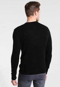 Farah - THE ROSECROFT CREW NECK  - Stickad tröja - black - 2