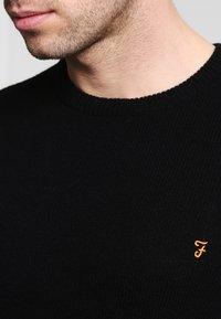Farah - THE ROSECROFT CREW NECK  - Stickad tröja - black - 4