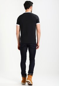 Farah - GROVES - T-shirt basic - deep black - 2