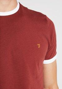 Farah - GROVES - T-shirt basic - burnt red - 4
